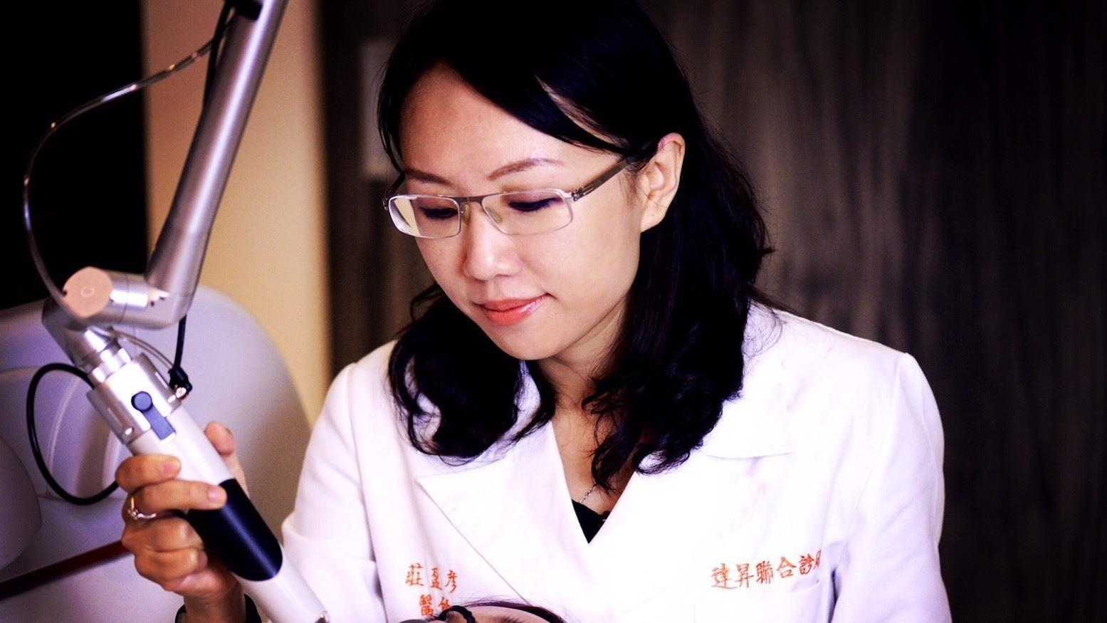 想做痘疤治療跟青春痘治療的患者們找莊盈彥醫師就對了!莊醫師讓你臉上沒有青春痘,惱人的痘疤由莊醫師消除